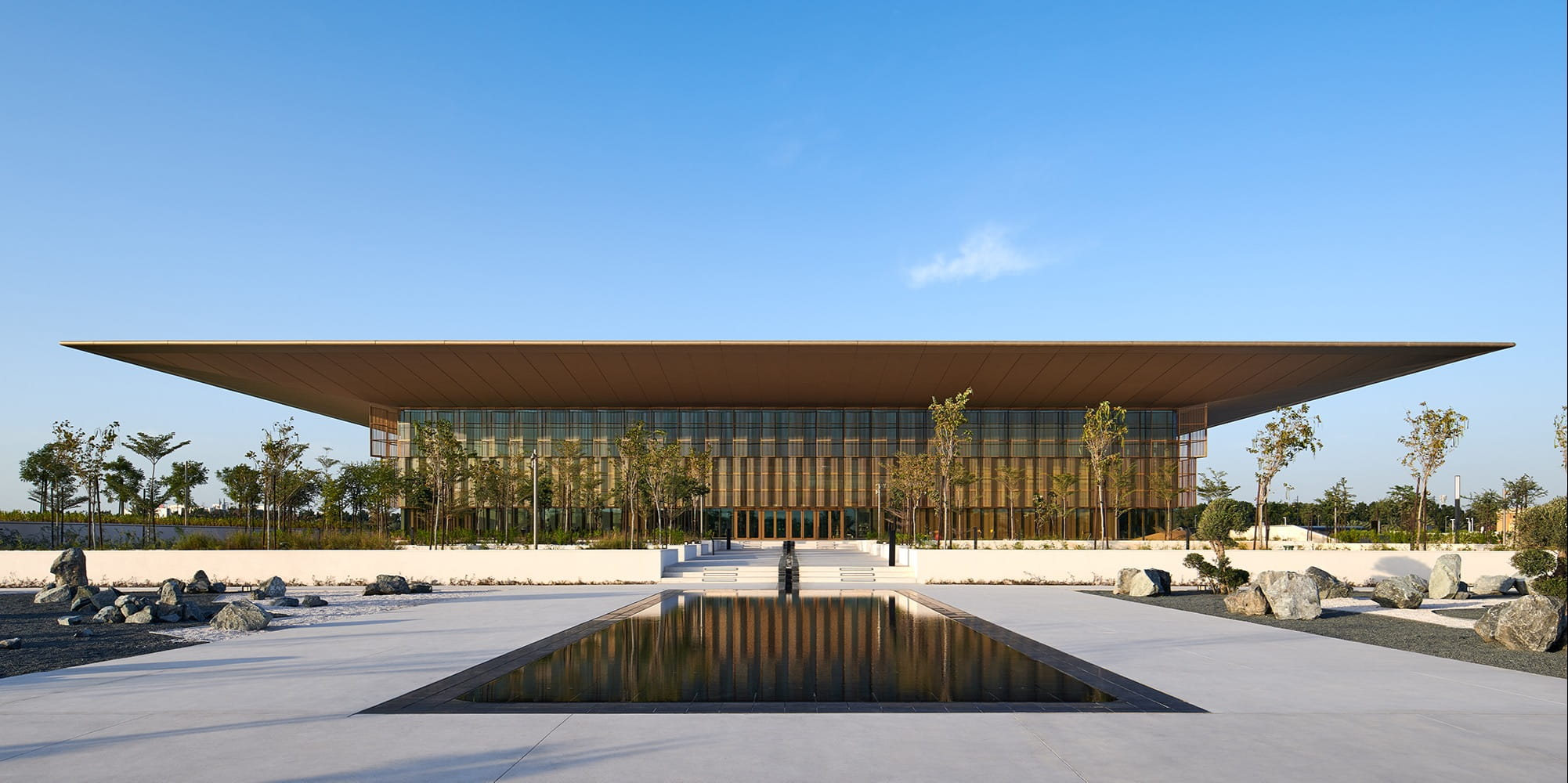 Foster + Partners completes new age Sharjah Digital Library with a large floating roof