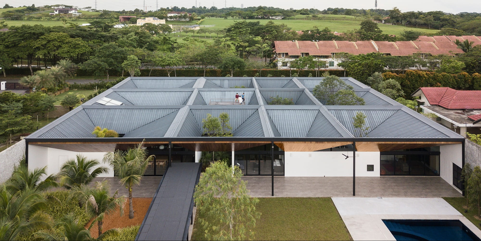 Twelve courtyards bring light, Nature and ventilation into this Malaysian house  by Formwerkz Architects