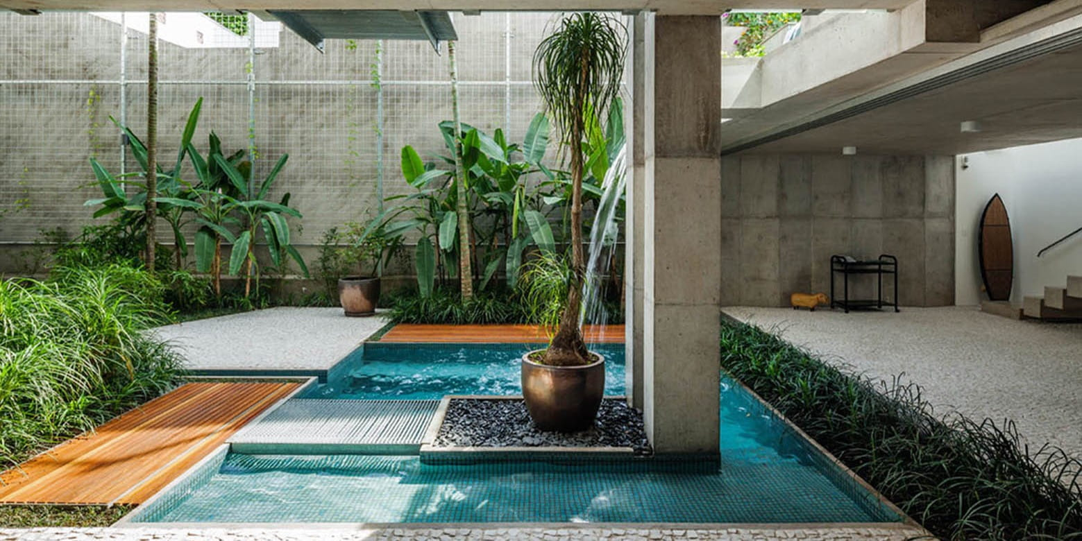 This weekend home in São Paulo takes an anti-FAR approach to maximise garden and pool area