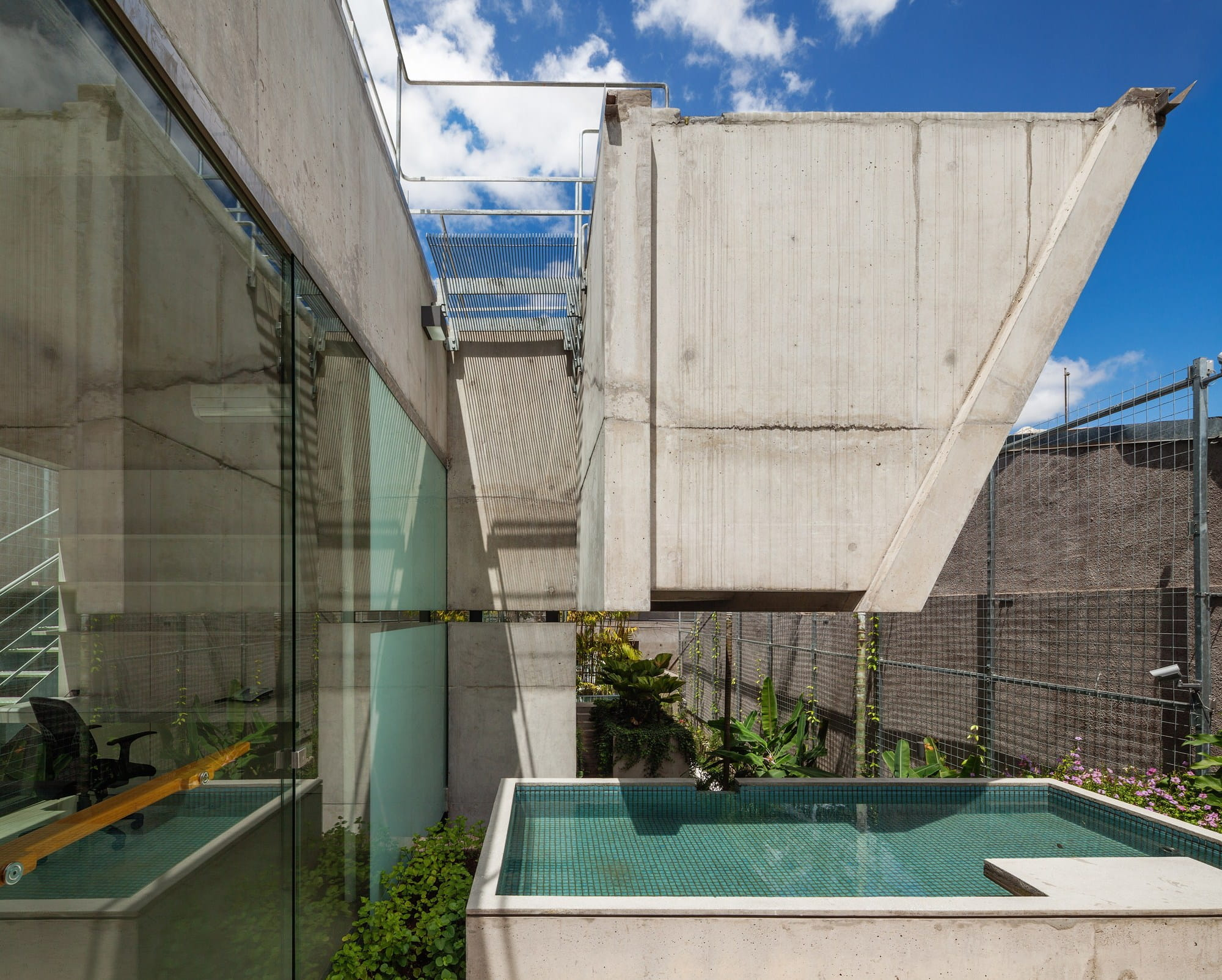 Weekend house in Sao Paulo by SPBR Arquitetos